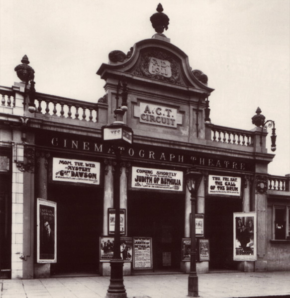 A photo of a cinematograph theatre in London